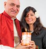 tl_files/motive/100-World Peace Flame mit Madhuri und Dr. Kataria, den Erfindern von Lachyoga.jpg
